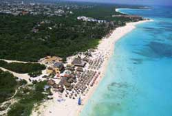 This is the beach at Mamitas were you will find the best atmospher and the best dive shop sealife divers